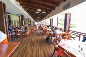 Restaurace na terase