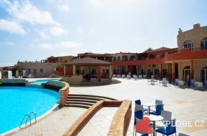 Bazén a budova