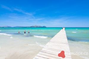 Pláž s molem