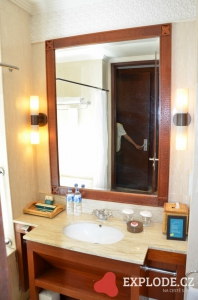 Zrcadlo v koupelně