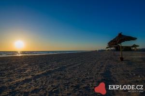 Slunce nad pláží