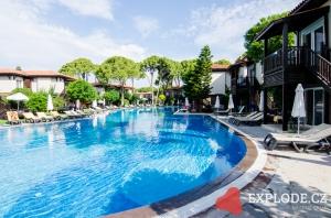 Bazén hotelu Papillon Ayscha