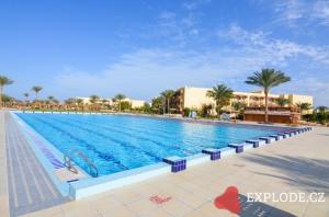 Bazén hotelu Desert Rose Resort
