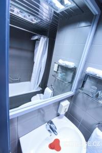 Koupelna hotelu Esperides Beach