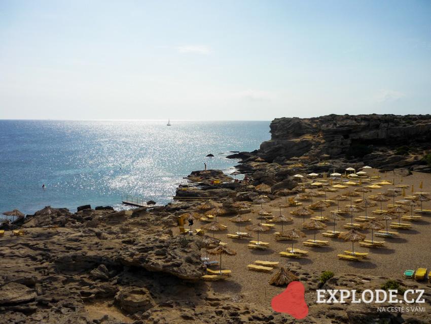 Pláž u termálních lázní Kalithea