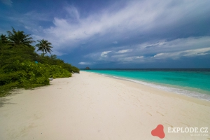 Pláž na ostrově Mudhdhoo - Dusit Thani Maldives