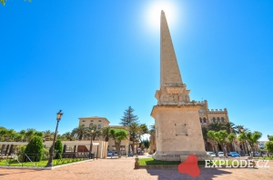Obelisk Plaza des Born